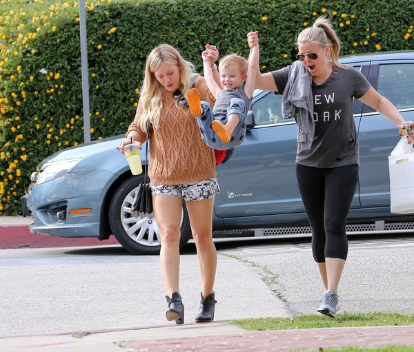 Hilary Duff Gets Lunch with Luca