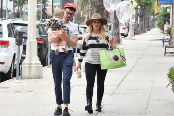 Hilary Duff Matthew Koma Hilary Duff Is Seen Out With Her Family