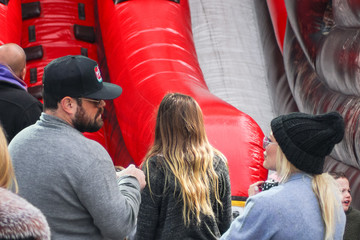 Hilary Duff Mike Comrie Hilary Duff Goes Shopping At The Farmer's Market In Studio City