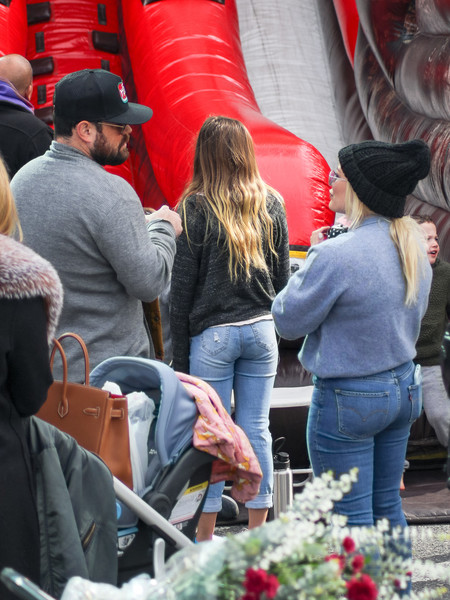 Hilary Duff Goes Shopping At The Farmer's Market In Studio City