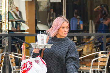 Hilary Duff Hilary Duff Shows Off Her Pink Hair