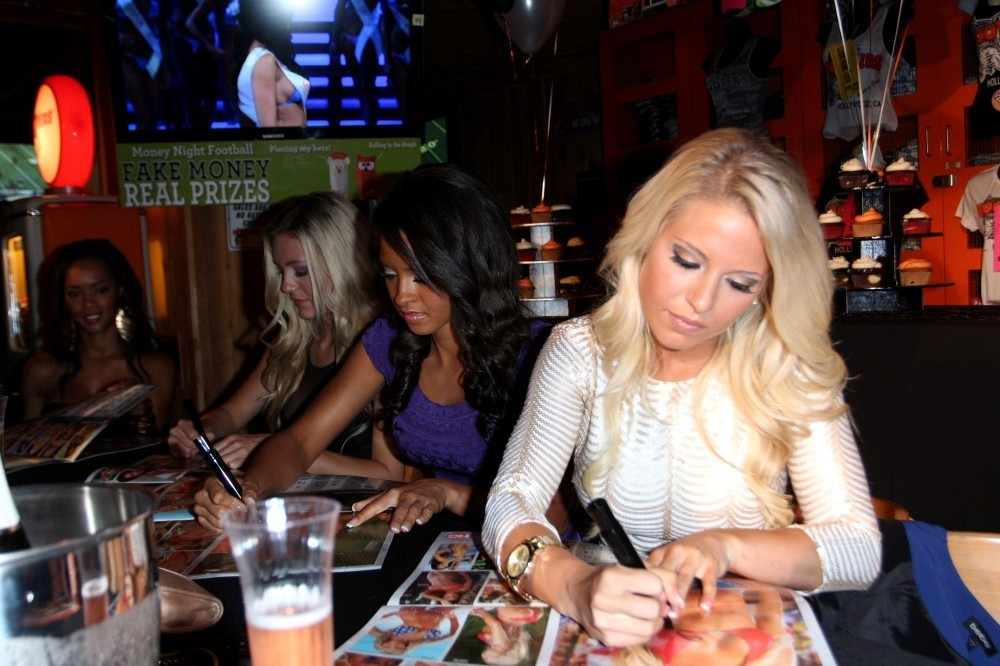 Hooters Calendar May : Hooters launches their calendar at the in