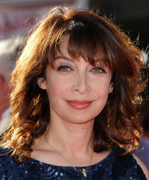 photos of illeana douglas young