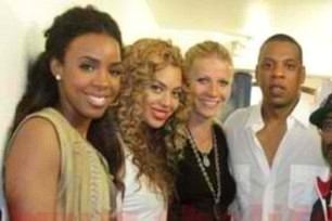 Kelly Rowland Beyonce Knowles Beyonce Shares Personal Pictures