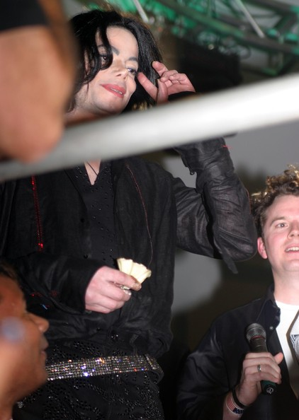 Exclusif ***Michael Jackson in a Food Fight *** Jacko+cake+fight+Carters+4i3IJDjuBUhl