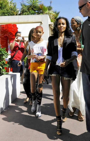 http://www3.pictures.zimbio.com/bg/Jada+Pinkett+Smith+Jada+Pinkett+Smith+Willow+94xnojcBsCDl.jpg