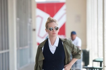 January Jones January Jones Lunches With a Friend