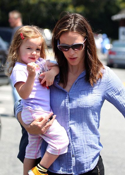 jennifer garner out with daughter seraphina pictures jennifer