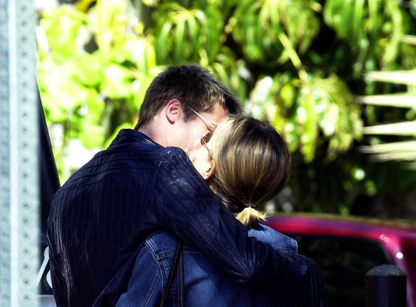 Brad Pitt and Jennifer Aniston - Valentine Kisses 2002