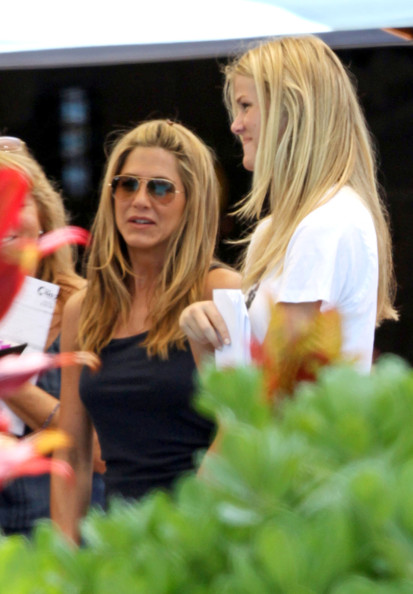 Jennifer Aniston Photos Photos - The Cast of 'Just Go With ...