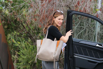 Jennifer Garner Jennifer Garner Is Seen Out in Los Angeles