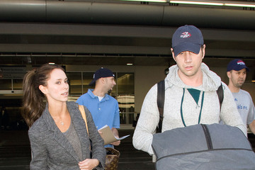 Jennifer Love Hewitt Jennifer Love Hewitt and Jamie Kennedy at LAX