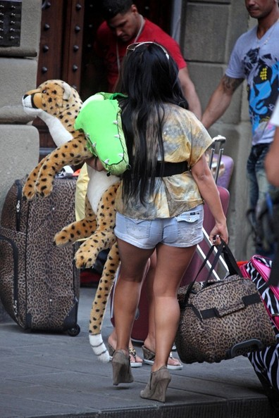 jersey shore girls. Jersey Shore girls move in