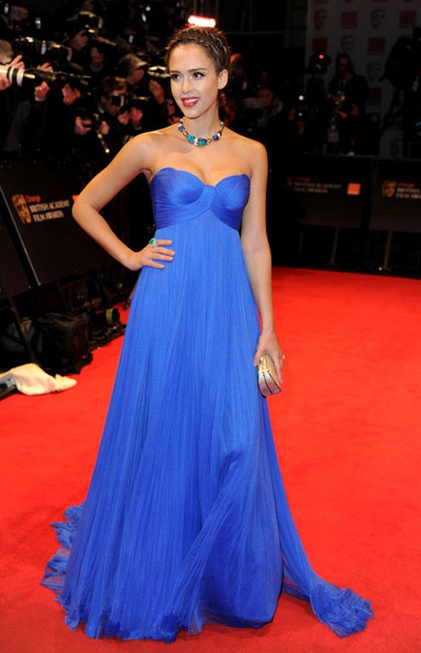 http://www3.pictures.zimbio.com/bg/Jessica+Alba+BAFTA+Awards+Red+Carpet+vf9i49J3Nz3l.jpg