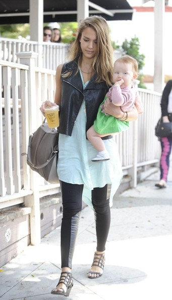 Jessica Alba - Jessica Alba Takes Her Girls to Brunch 4