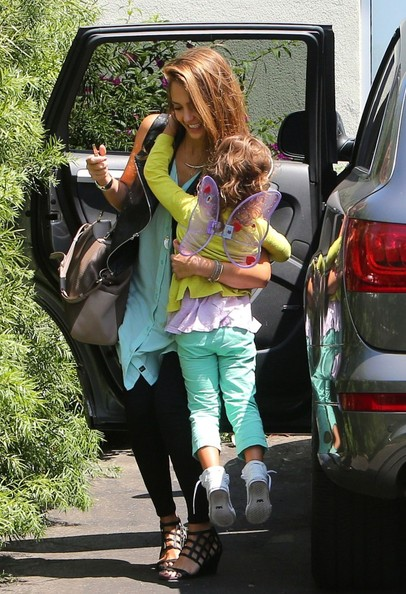 Jessica Alba - Jessica Alba Takes Her Girls to Brunch 3