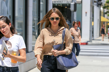 Jessica Alba Jessica Alba Goes for a Stroll in Beverly Hills