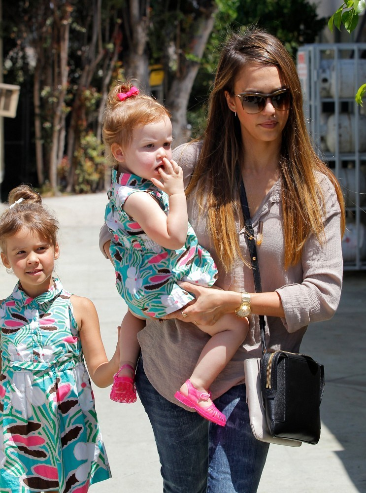 Jessica Alba and Kids Go to a Party - Zimbio
