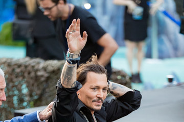 Johnny Depp Johnny Depp Greets Fans at the Premiere of 'Pirates of the Caribbean: Dead Men Tell No Tales'