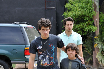 Franklin Jonas The Jonas Brothers Eat Lunch at The Village Idiot