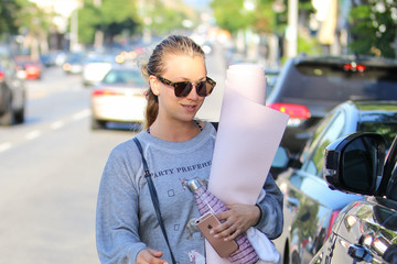 Kaley Cuoco Kaley Cuoco Goes to Yoga With a Friend