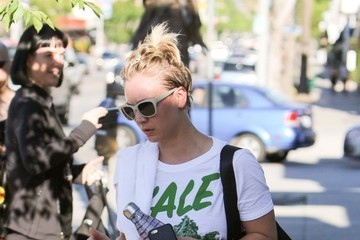 Kaley Cuoco-Sweeting Kaley Cuoco Gets Her Workout In