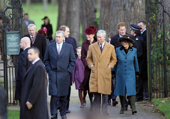Kate Middleton Photos Photos - English Royals attend services at ...