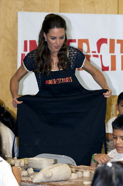 Prince William and Kate Middleton at Inner City Arts Youth Project []