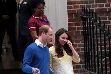 Kate Middleton Prince William and Prince George Arrive at the Lindo Wing