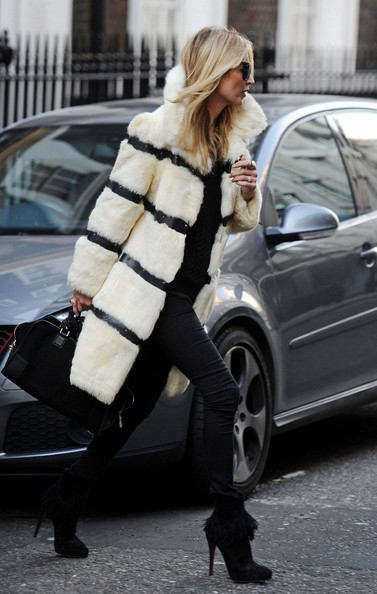 Kate Moss - Kate Moss in a Striped Fur Coat