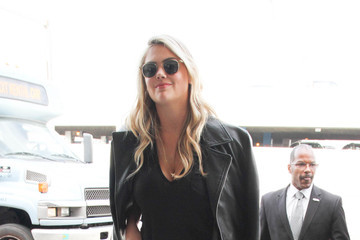 Kate Upton Kate Upton and Justin Verlander Grab a Flight at LAX