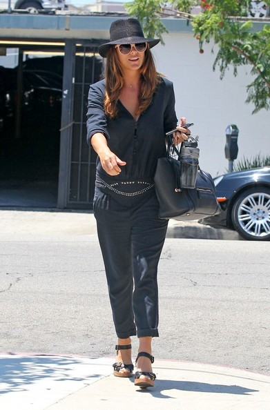 http://www3.pictures.zimbio.com/bg/Kate+Walsh+Kate+Walsh+Leaves+Salon+WlWT3ZF0aE0l.jpg