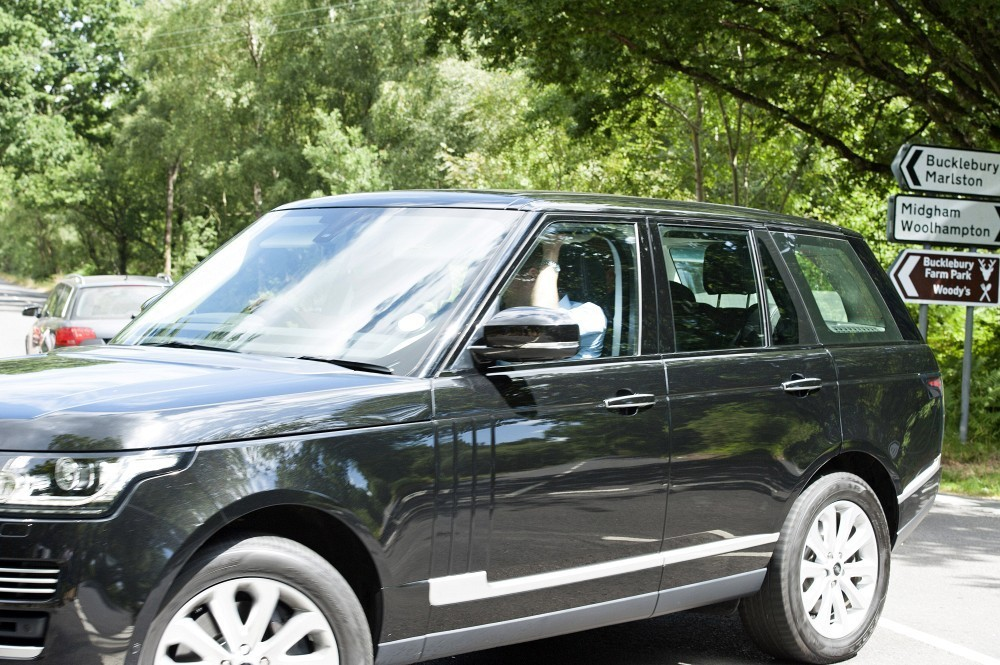Kate Middleton And Family Drive To Bucklebury 2 Of 5 Zimbio