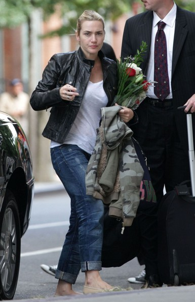 Kate Winslet Kate Winslet returns home with a bouquet of flowers.