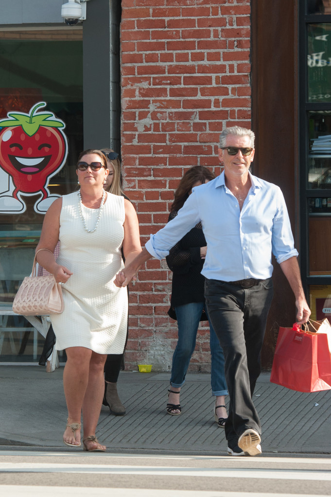 Keely Shaye Smith and Pierce Brosnan Shop in Venice 1 of 9 ...