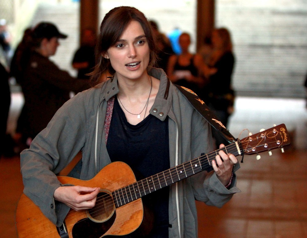 Keira Knightley Photos Photos - Keira sings for 'Can a ... Keira Knightley Sing