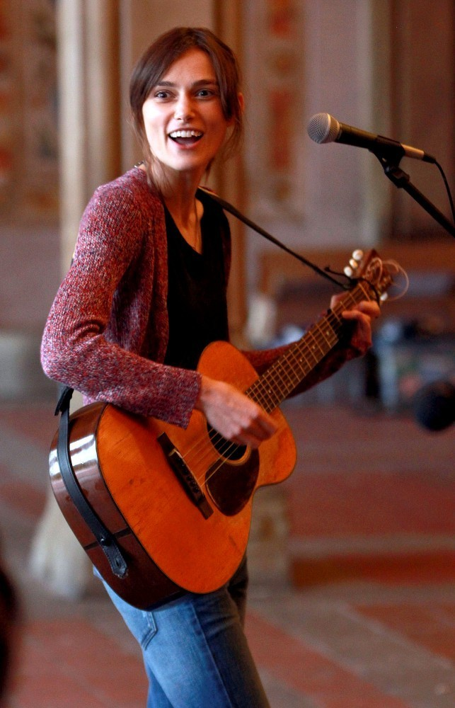 Keira sings for 'Can a Song Save Your Life' - Zimbio Keira Knightley Sing