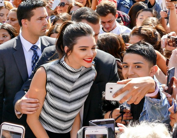 Kendall and kylie jenner hang with their fans zimbio kendall and kylie jenner hang with their fans m4hsunfo