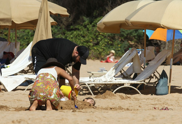 Kevin James At The Beach With His Family 11 Of 14 Zimbio