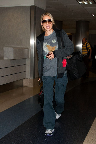Tennis superstar Anna Kournikova arrives in Los Angeles. After smiling to photographers, she texts on her cell phone.