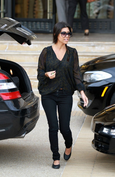 http://www3.pictures.zimbio.com/bg/Kourtney+shops+with+Mason+2wUGhtVwcMal.jpg