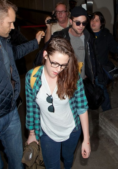 Kristen Stewart and Robert Pattinson at the Airport