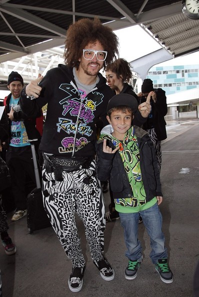 - LMFAO LMFAO Rocks the Airport 1tcy0TQT2zIl