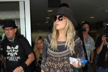 LeAnn Rimes LeAnn Rimes Is Seen at LAX