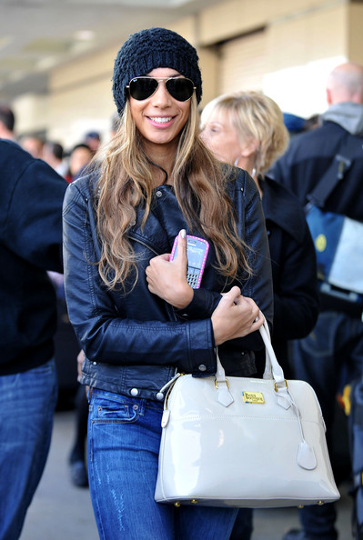 Singer Leona Lewis is all smiles as she arrives at Los Angeles International Airport (LAX) and texts on her Black Berry.