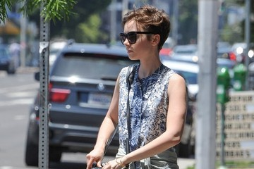 Lily Collins Lilly Collins Looks Ready for Summer