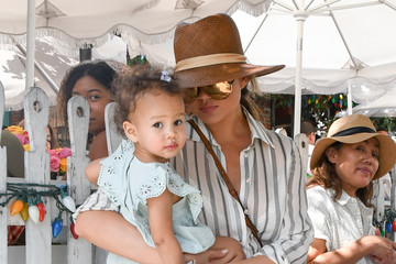 Luna Stephens Chrissy Teigen Is Seen Out With Luna