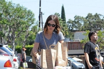 Mandy Moore Mandy Moore Goes Grocery Shopping