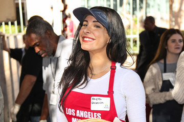 Mayra Veronica Los Angeles Mission Thanksgiving For The Homeless