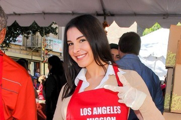 Mayra Veronica Celebs Serve Thanksgiving Meals in L.A.